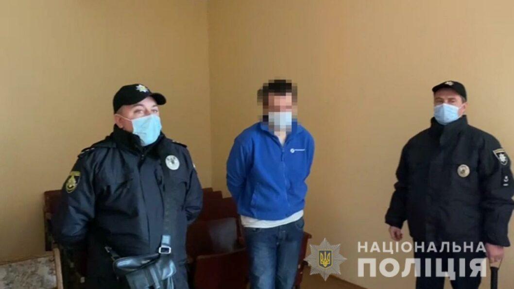Мужчину, который напал на 10 человек в Кривом Роге, взяли под стражу в зале суда