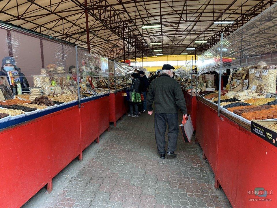 Карантин выходного дня: как работает центральный рынок «Озерка»