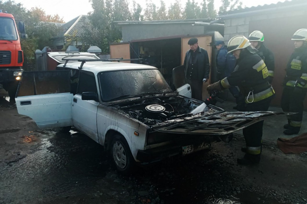 В Днепре на Амуре на ходу загорелся ВАЗ