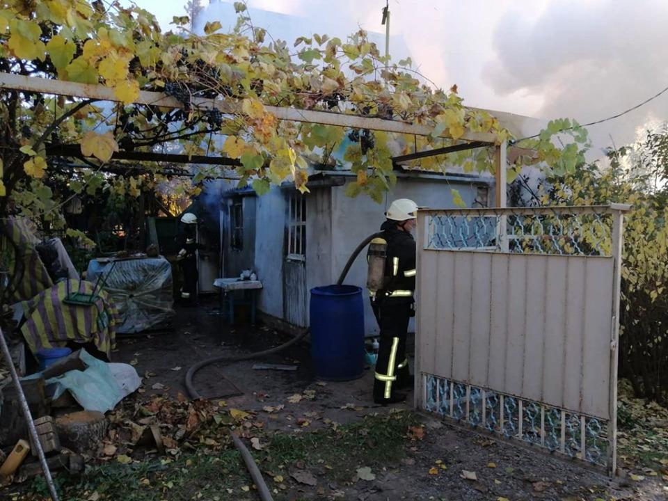 Под Днепром сгорел дачный дом: два человека погибли (ФОТО)