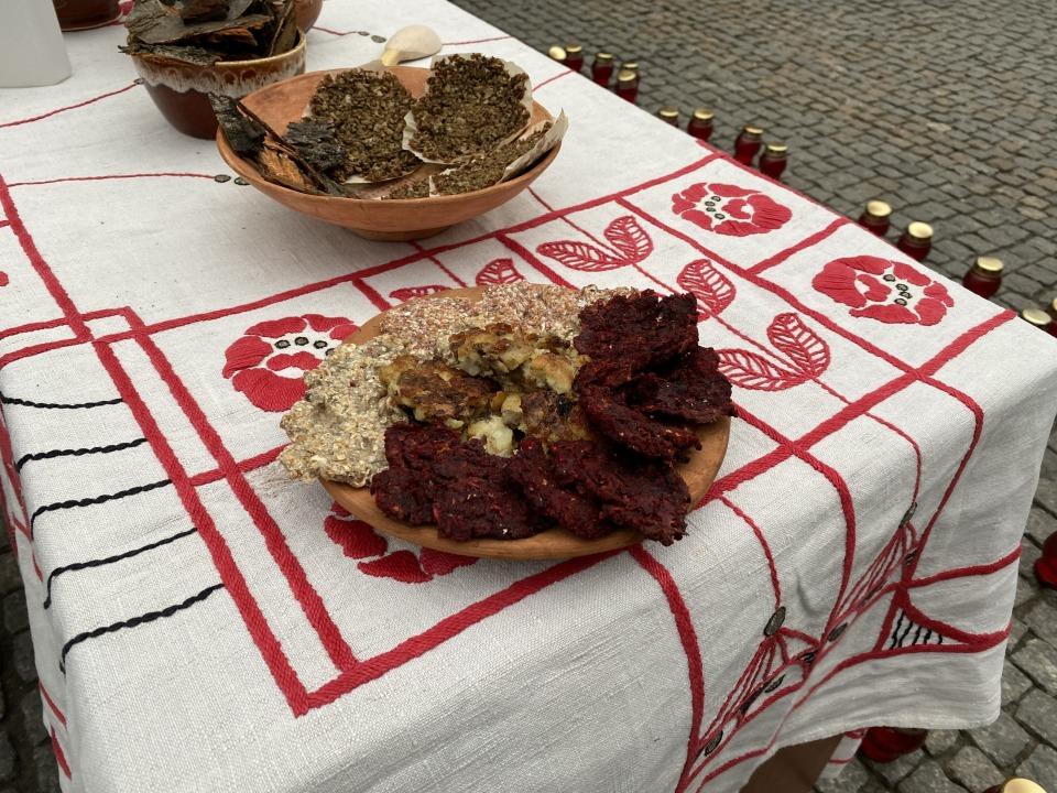 Суп из коры и блины из травы: в Днепре прошла акция в память жертв Голодомора