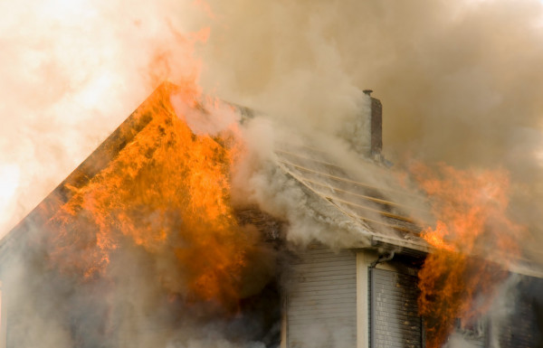 Погибла женщина: в Пятихатках тушили пожар в жилом доме