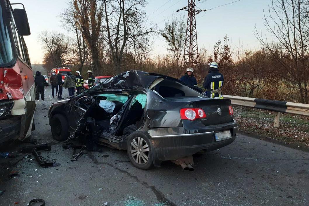 Жуткое ДТП в Кривом Роге: пассажир умер в машине скорой