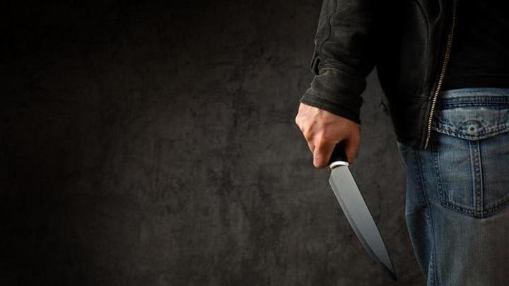 В Кривом Роге мужчина порезал ножом 10 человек: двое мертвы
