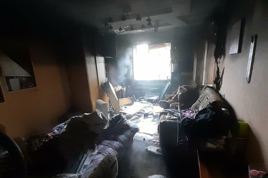 Пожар в многоэтажке: спасатели около часа тушили возгорание в квартире