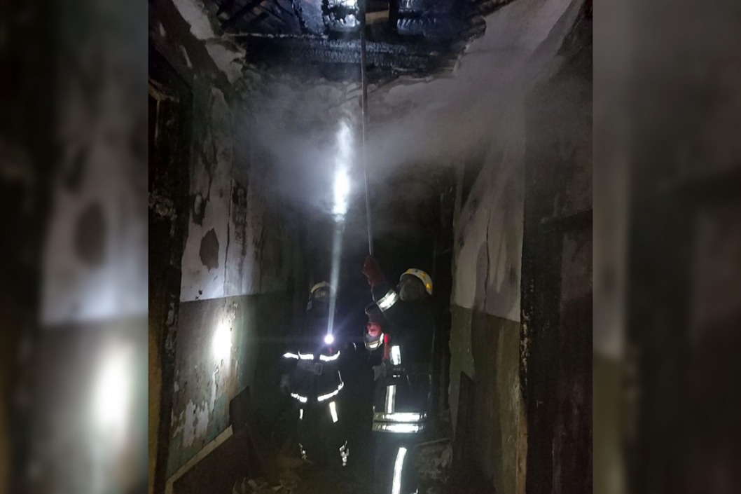 Пожар в Каменском: несколько часов тушили заброшенное здание