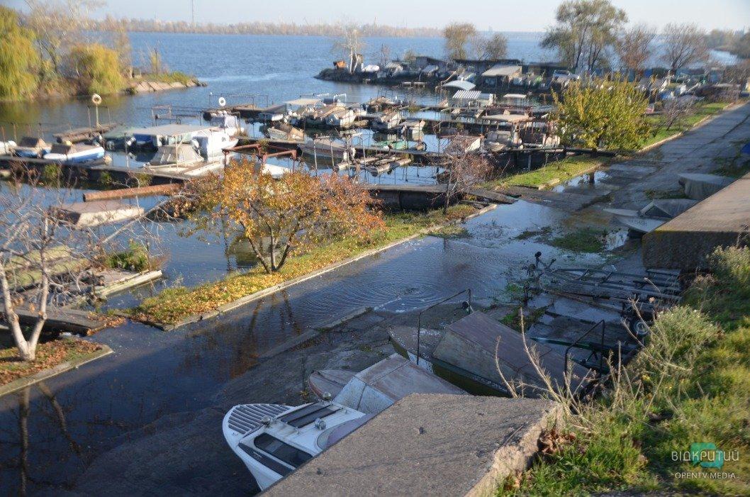 Прорыв трубы на набережной в Днепре: когда в городе восстановят водоснабжение (ФОТО)