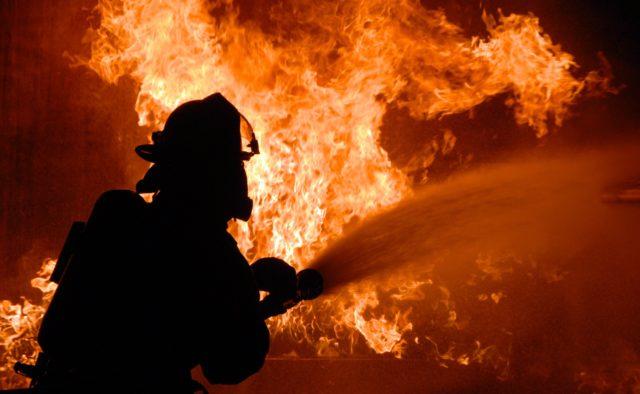 В Днепре спасли жильцов из горящей многоэтажки