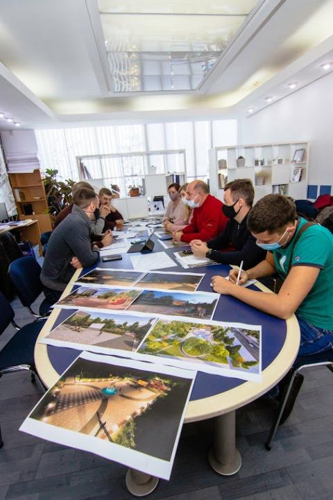 В Днепре обсудили реконструкцию сквера на углу Калиновой и Образцова