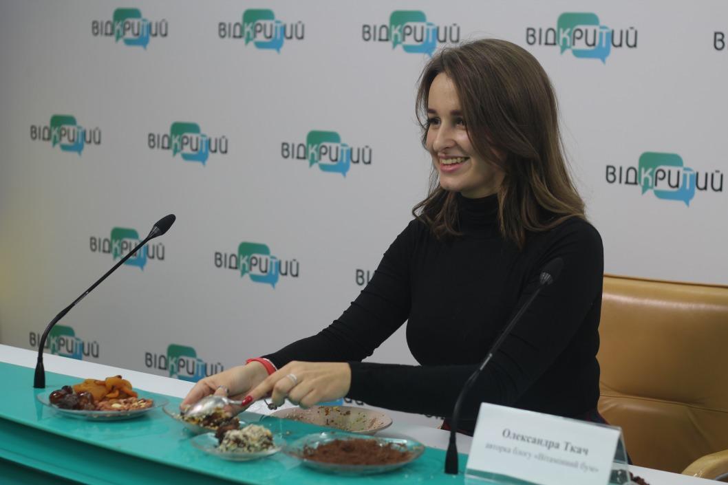 Авторка фуд-блогу з Дніпра презентувала незвичний рецепт корисних цукерок