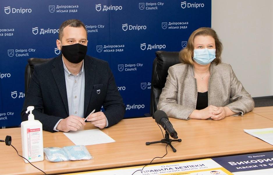 Пешая прогулка с соблюдением карантинных норм: медики Днепра призывают горожан голосовать