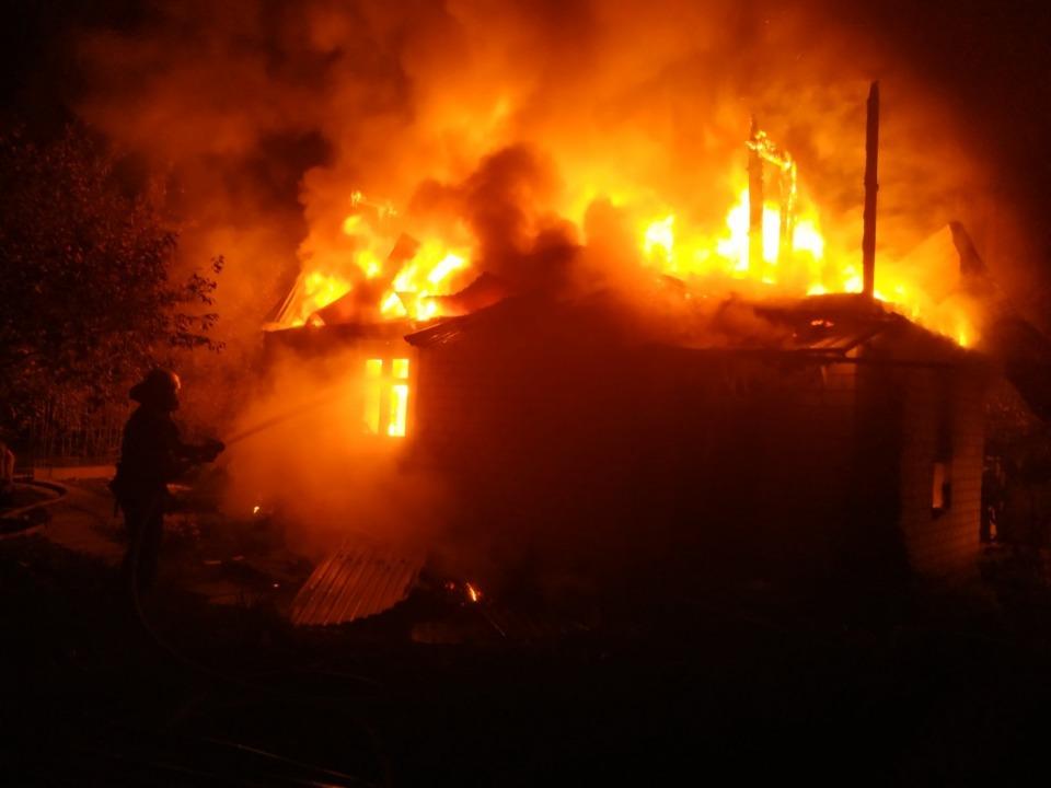 Под Днепром дотла сгорел дом