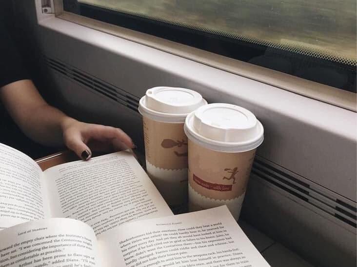 """В одноразовой посуде: """"Укрзализныця"""" возвращает чай и кофе в поезда"""