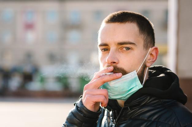 У курильщиков больше шансов заразиться COVID-19, – медики Днепра