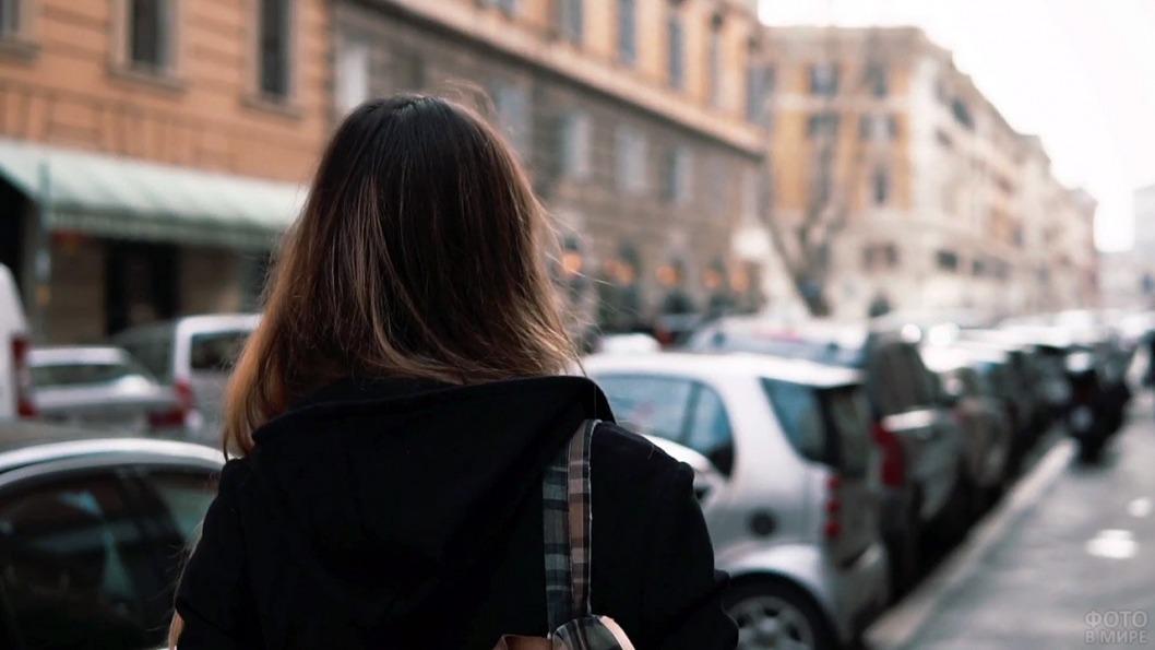 Вышла из дома и не вернулась: в Днепре ищут 15-летнюю девушку