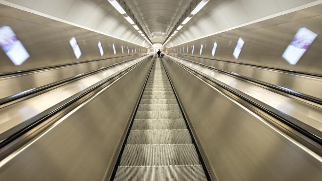 Жительница Каменского на эскалаторе попыталась обмануть гравитацию