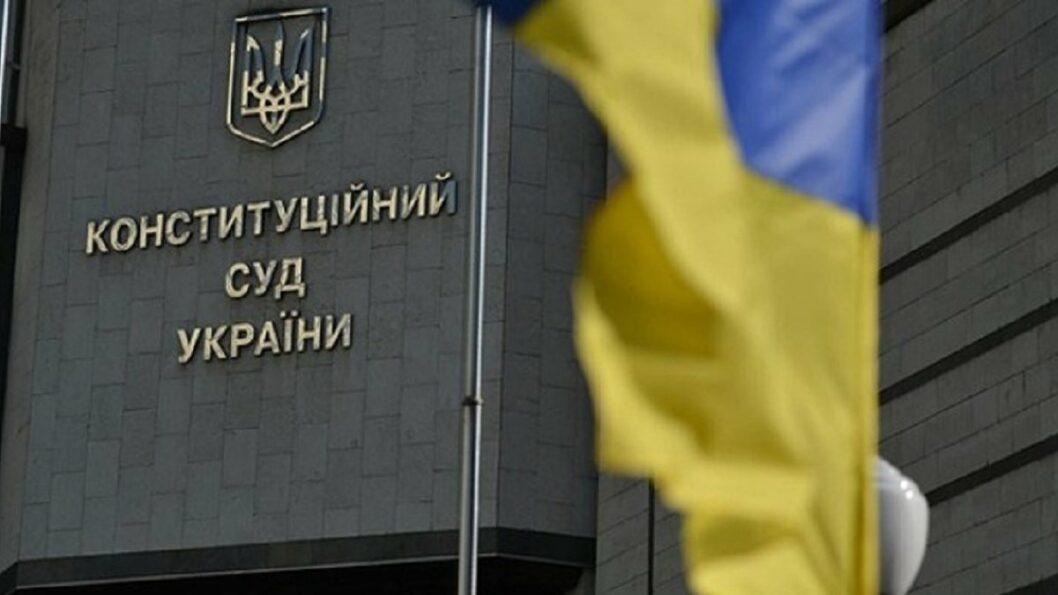 Народные депутаты обратились в КСУ чтобы отменить «карантин выходного дня»
