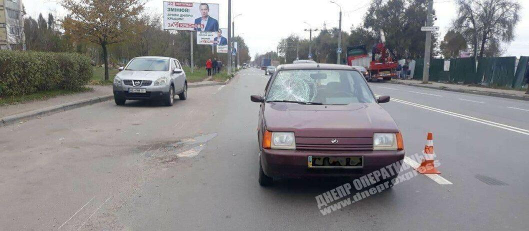 В Днепре возле Каравана автомобилист на скорости сбил молодую девушку