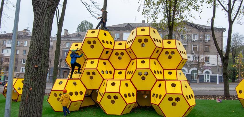В Каменском после реконструкции открыли сквер на проспекте Свободы