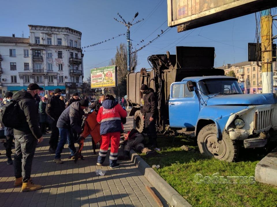 В центре Каменского грузовик сбил маленького мальчика