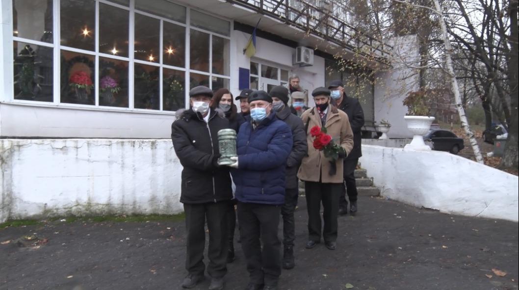 В Днепре похоронили главу регионального Союза писателей Украины