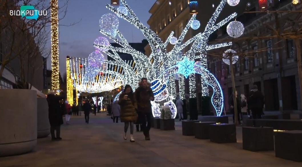 В Днепре к Новому году подготовили 12 праздничных локаций