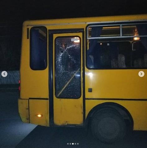 На Днепропетровщине подростки забросали камнями маршрутку