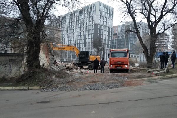 В центре Днепра снесли здание старого тира