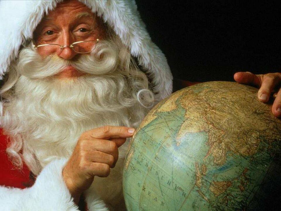 Поцелуи, колокола и Санта в плавках: новогодние традиции мира