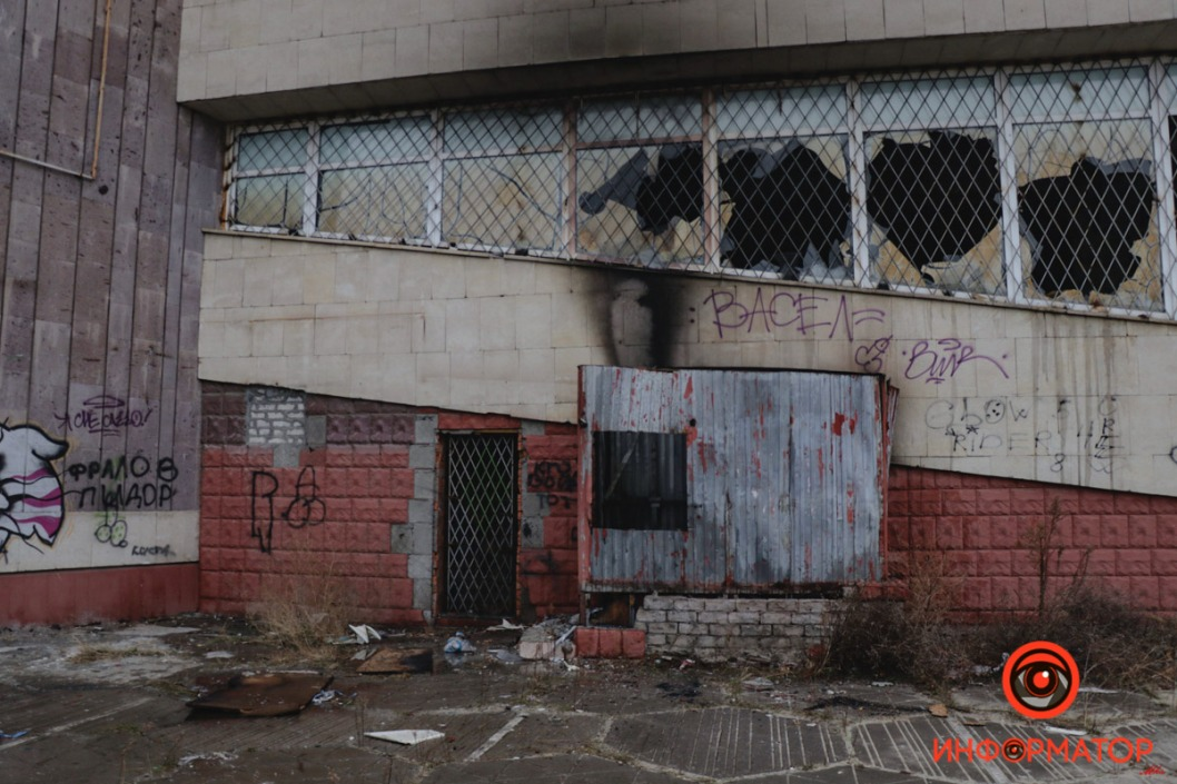 Pozhar byvshij kinoteatr Salyut 4 iz 9