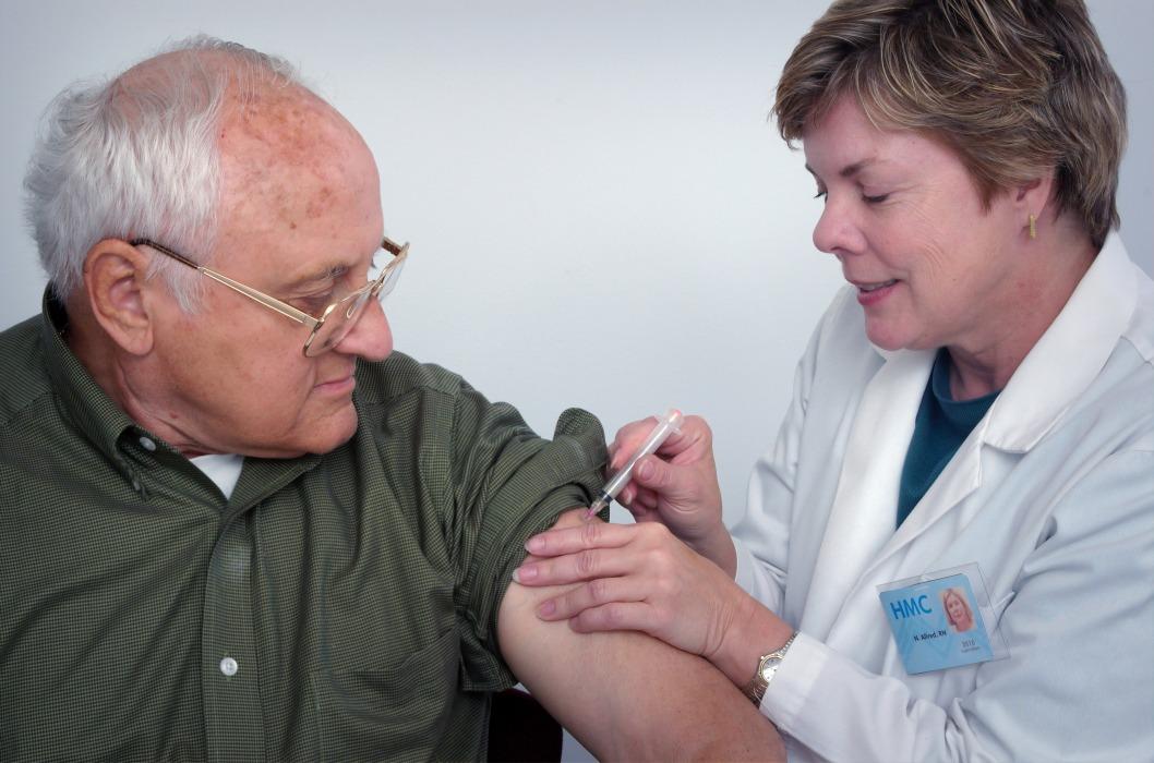 6 человек умерли во время клинических испытаний вакцины Pfizer и BioNTech от COVID-19
