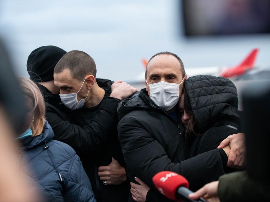 В Украину из ливийской тюрьмы вернулись четверо моряков