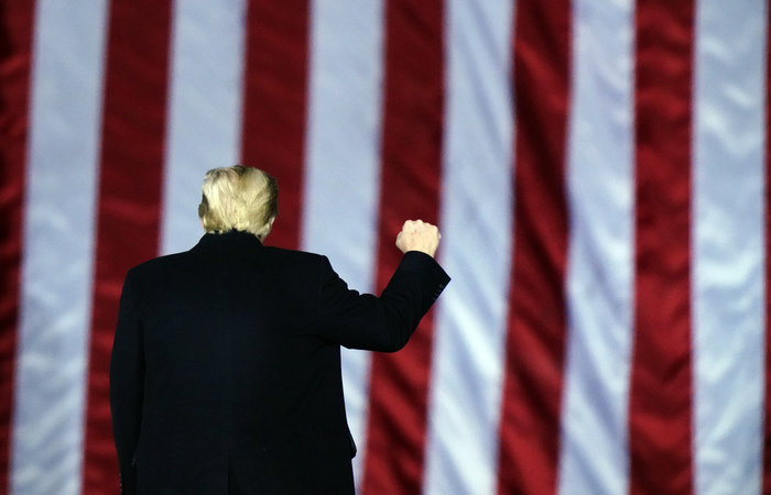 Трамп пообещал мирно передать власть Байдену
