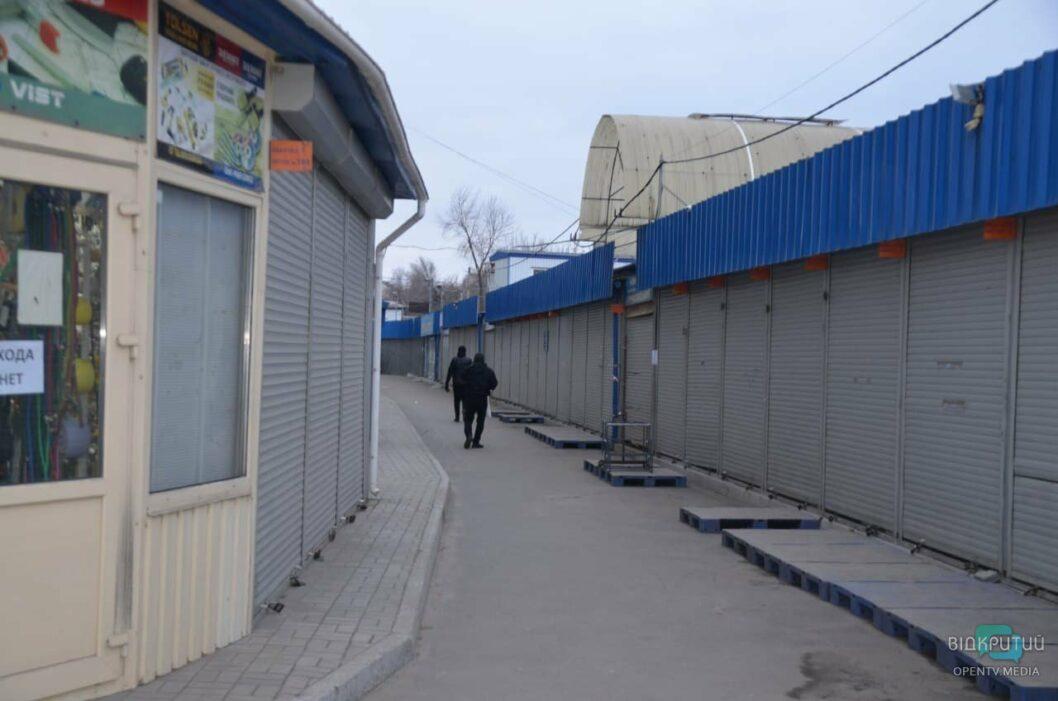 Локдаун в Днепре: как работает Курчатовский рынок (ФОТО)