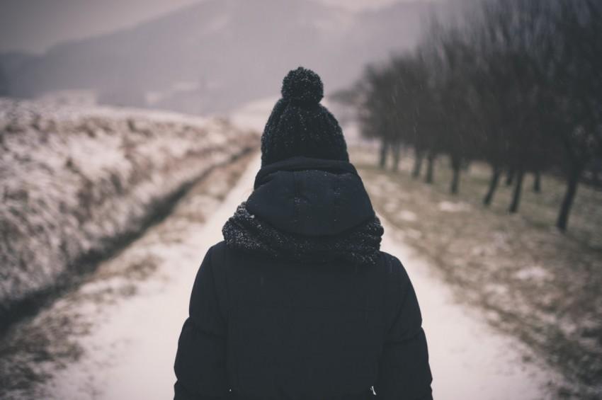 Почти неделю не выходит на связь: под Днепром пропала 18-летняя девушка