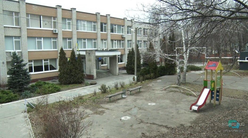 В Днепре детей из СШ №22 перевели в другие школы: здание в аварийном состоянии