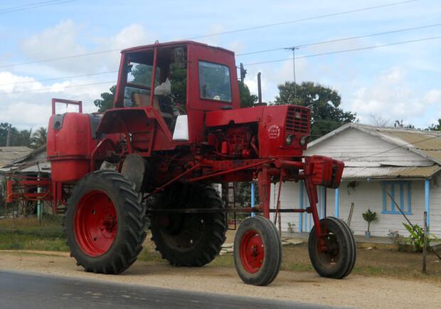 Фидель бы одобрил: днепровский трактор заметили на Кубе
