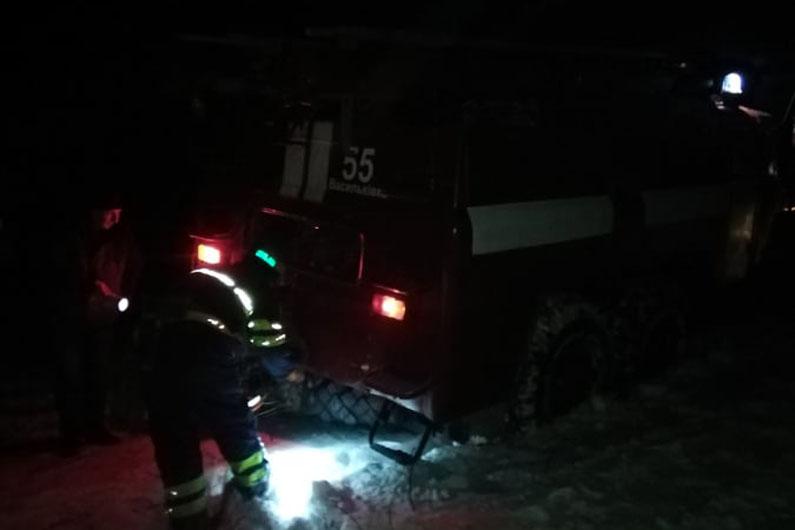 На трассе под Днепром машина скорой помощи застряла в снегу: пришлось вызывать спасателей