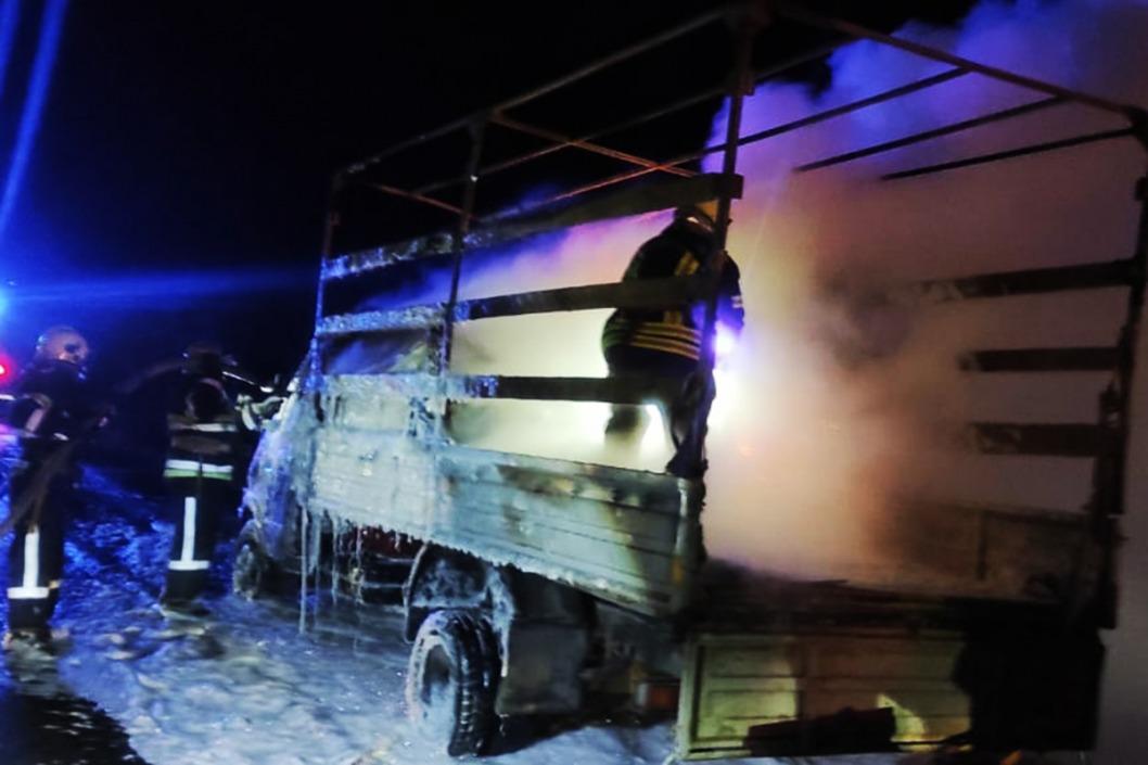 На трассе под Днепром дотла сгорел грузовик
