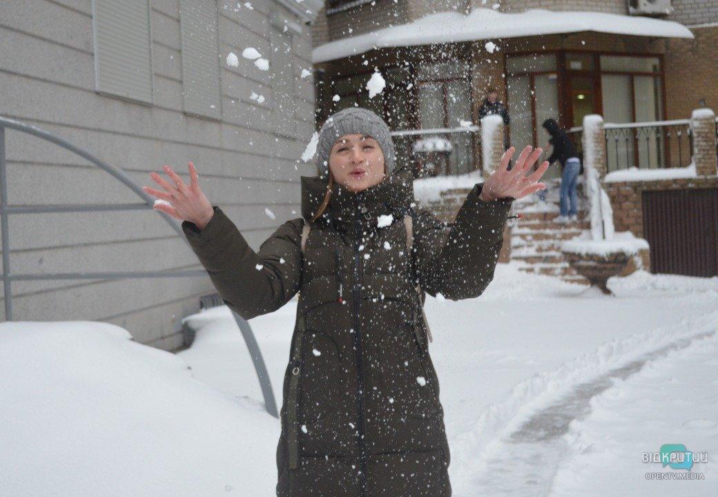 В канун Старого Нового года Днепр накрыло снежным одеялом (ФОТО)