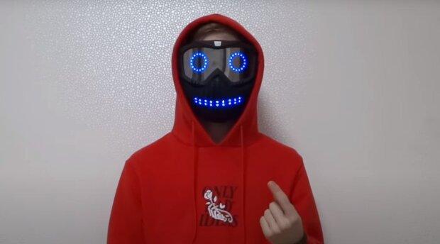 Украинский школьник создал маску, которая реагирует на эмоции