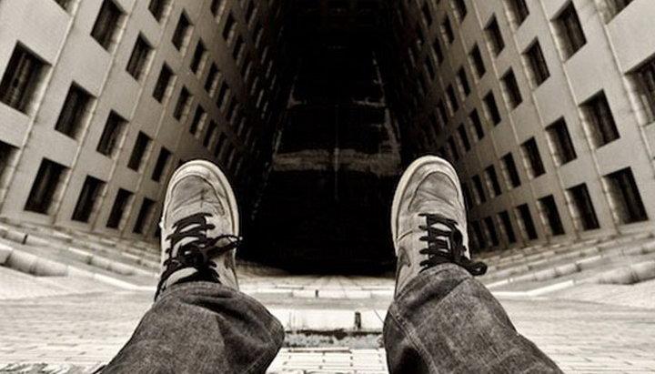 В Кривом Роге курсант спрыгнул с крыши 9-этажки