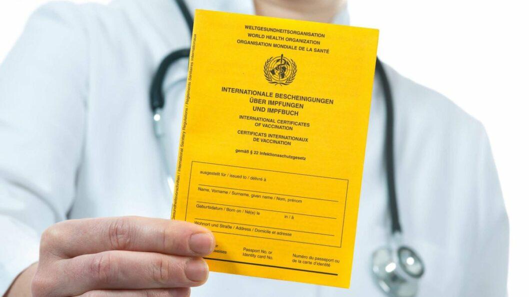 В Украине введут международное свидетельство, подтверждающее вакцинацию от COVID-19