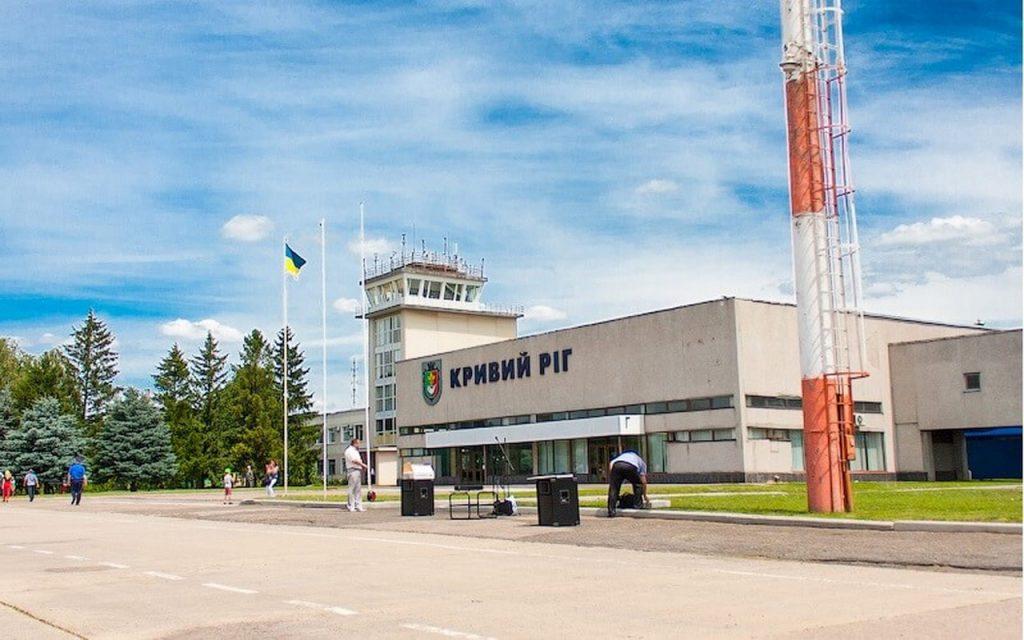Как заработать на заборе: главу аэропорта «Кривой Рог» подозревают в краже 5,3 млн грн