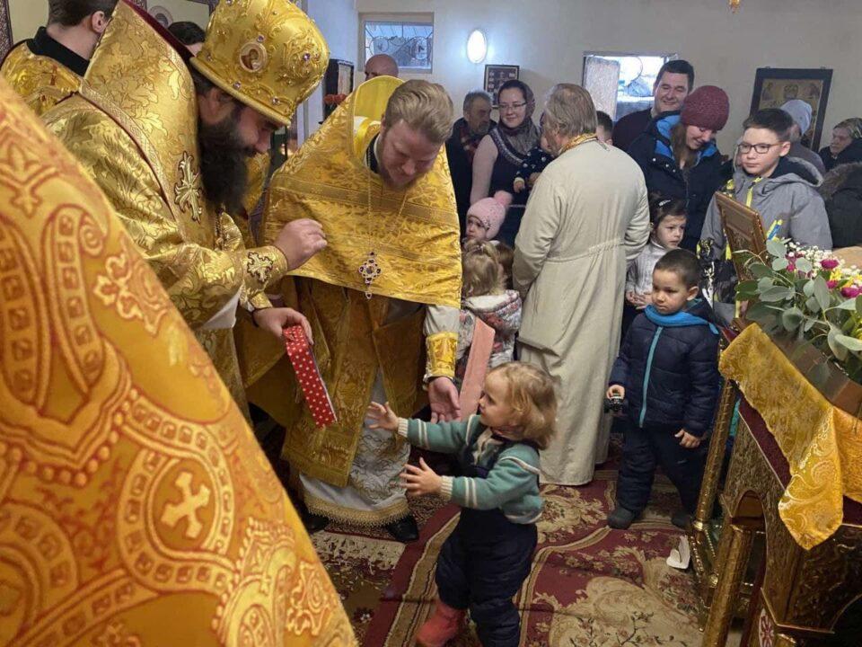 На Днепропетровщине деткам подарили рождественские подарки от БФ «Майбутнє»