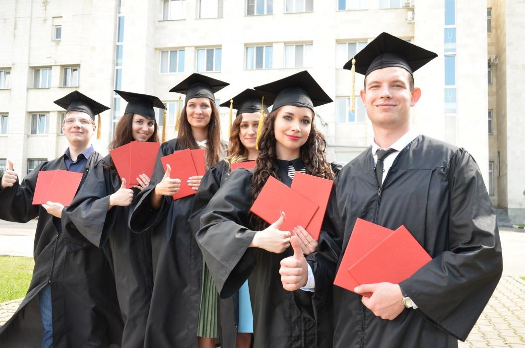 В Украине изменилась форма дипломов о высшем образовании