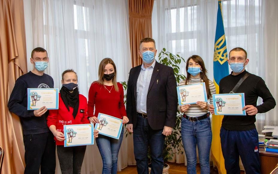 дети сироты, сертификат на жилье, мэрия Днепра
