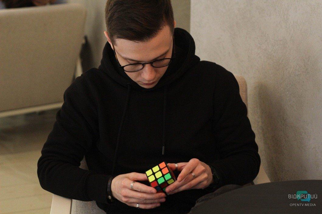 Максим Журавель, фокусник, иллюзионист, карты, магия, чудо, фокусы, кубик рубика