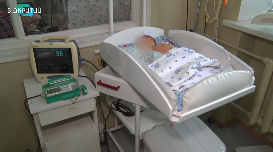 Нашли в полиэтиленовом пакете: в Днепре борются за жизнь новорождённого