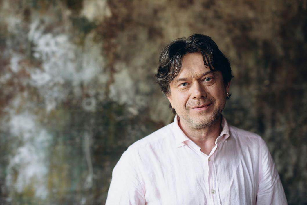 2 сентября 1967 года родился украинский актёр театра и кино, телеведущий, народный артист Украины (2009) Остап Ступка